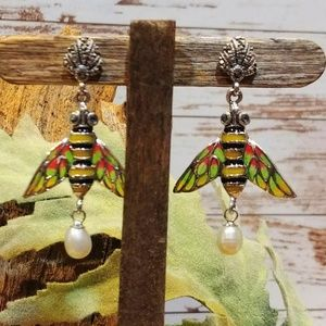 Jewelry - Sterling Pearl Bee Earrings